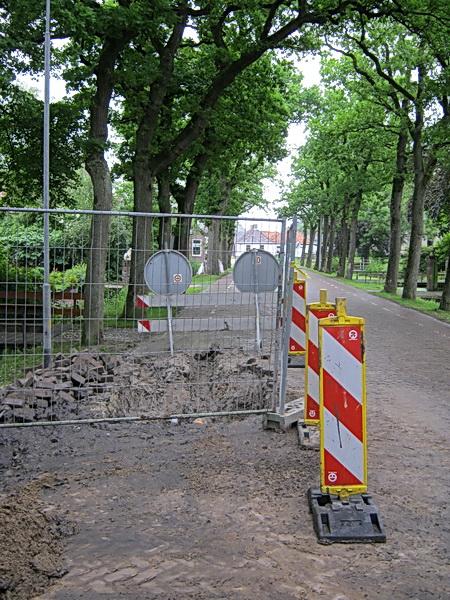 Ook in de Langestraat Zuid is alleen de afgeschermde boorput nog een obstakel, niet over het hoofd te zien...