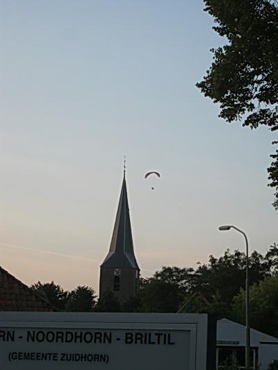 Ja, ze zijn bestuurbaar, je kunt ererondjes vliegen boven het dorp! En naar verwanten en fans roepen....