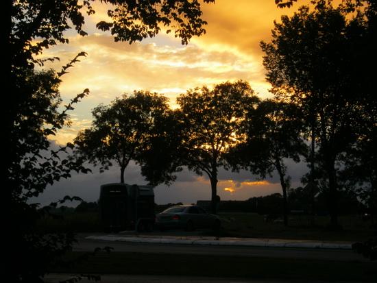 Zonsondergang, maar weer anders dan de voorgaande.... Daar waar de Langestraat Noord uitkomt op de N355...