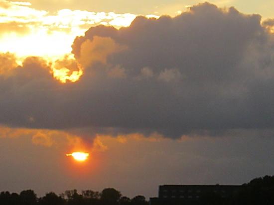 Krachttoer van de lutje Canon, haalt de sunset dichterbij..... Net een gloeiende mensenmond....