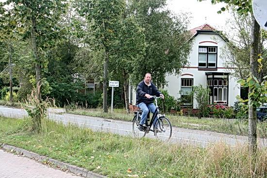 Hé, kijk eens, Anne op de snelweg! Zeker ook een fiets met trapondersteuning.....