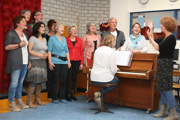 Koorrepetitie op 11 april jongstleden in de OBS De Molshoop