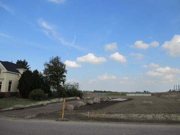 Tunnelterrein oost aan de kant van de Kruizinga-woonstee. Er zijn nu al mensen die niet meer weten dat hier het huis van Bouwien Sebens stond...