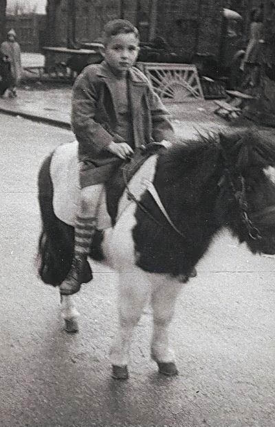De jonge Pierre op de kermis in Waubach