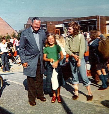 Jaaps vader, Piet Postema, als concierge op de OBS De Borgh in Zuidhorn, in 1975