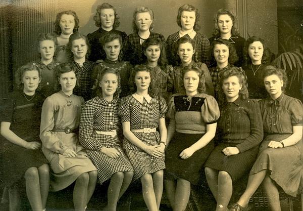 Theda van Lune op groepsfoto 1948 web